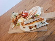 Le panini gorgonzola, poires, noix et roquette . Un plaisir pour les papilles!!! 5,90€